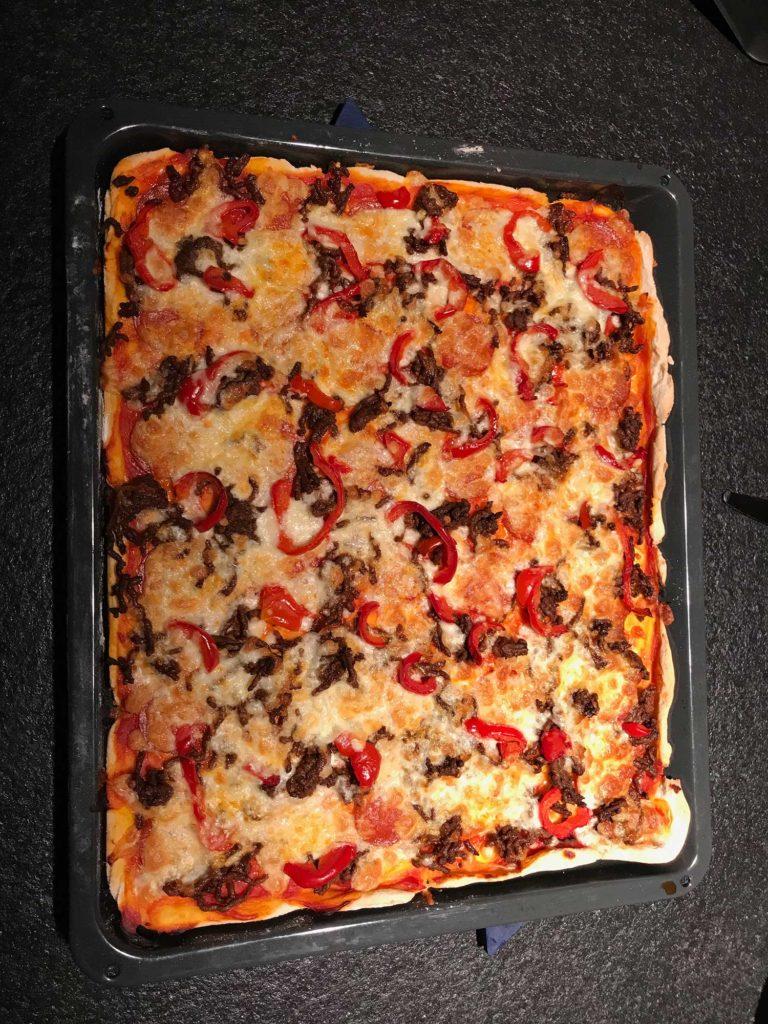Glutenfri pizza med oksekød og pepperoni